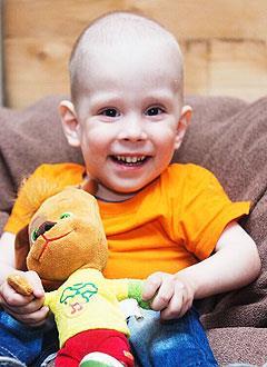Ян Матвеев, 3 года, врожденные пороки развития центральной нервной системы и позвоночника, спинномозговая грыжа, вывих правого бедра, S-образный сколиоз, требуется кресло-коляска. 275916 руб.