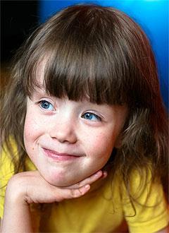 Кристина Кадырова, 8 лет, нижняя вялая параплегия (частичный паралич), требуется лечение. 199430 руб.