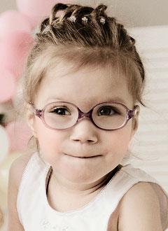 Дарьяна Лисютина, 3 года, расходящееся косоглазие, требуется этапная хирургия. 182497 руб.