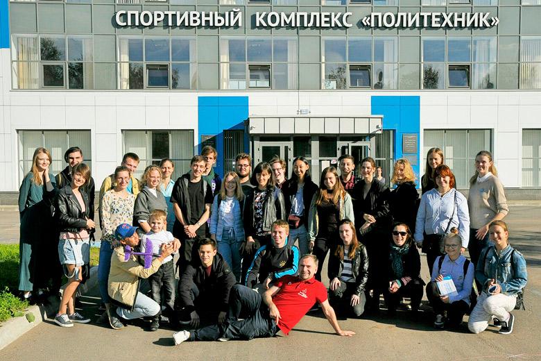 Санкт-Петербург. Флешмоб «Бьющееся сердце» общественного движения «Энергия жизни» и Политехнического университета