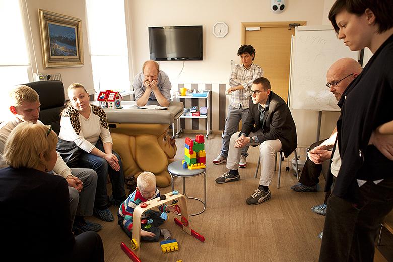 2. Углубленное обследование ребенка начинается с консилиума, в котором принимают участие четыре-семь специалистов